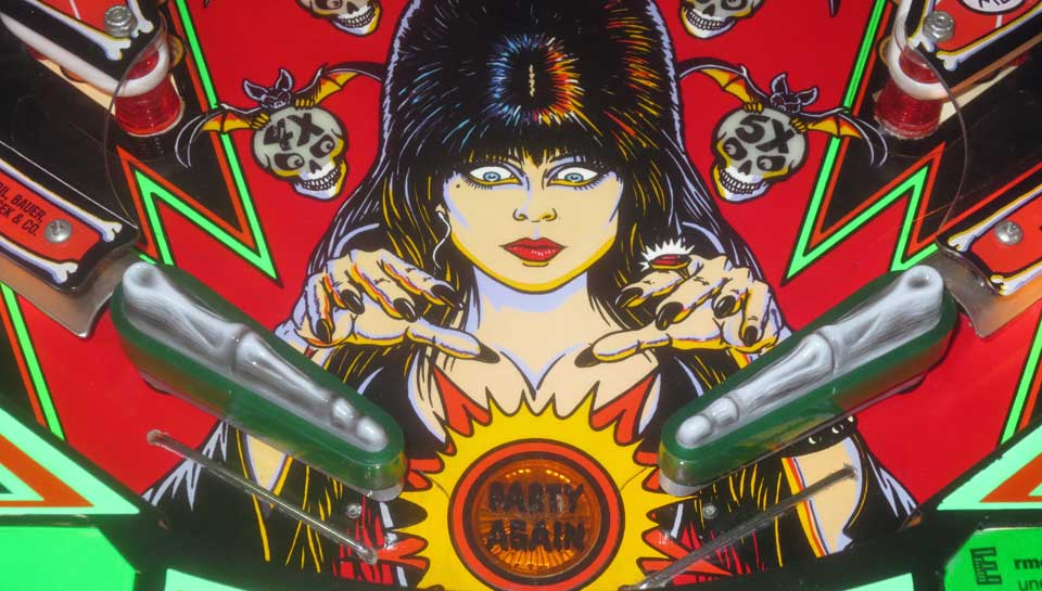 elvira-and-the-party-monsters-airbrush-custom-schlaeger-flipper-scrared-stiff-pinball